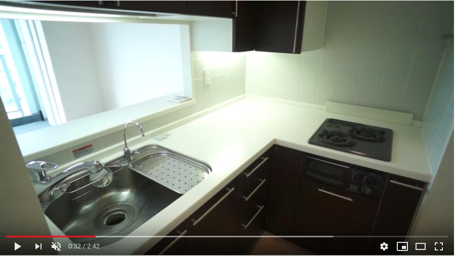 使い勝手の良いL字型システムキッチン。グリル付きでお料理の幅も広がるますね。