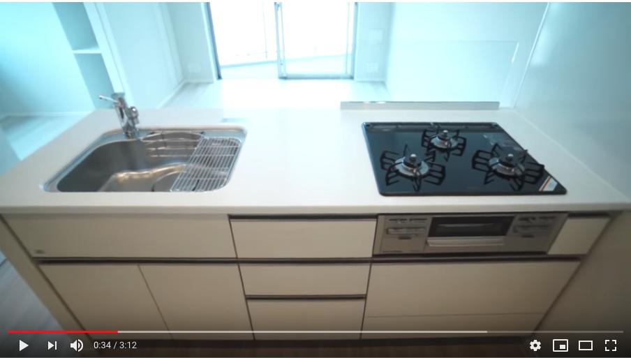 グリル付き3口ガスコンロのシステムキッチンを採用しています