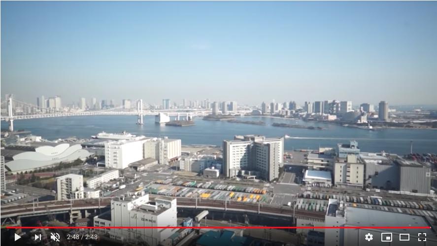 LDKの全面窓から見える美しい眺望。東京湾にレインボーブリッジが見渡せます。